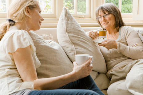 Mujeres Hablando Y Viviendo El Momento De La Charla