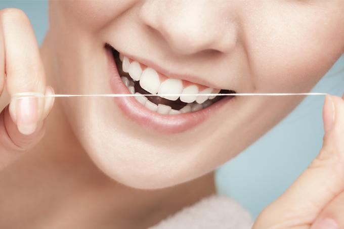 Todo Sobre La Limpieza Interproximal: Irrigadores Bucales Y Enhebradores Dentales